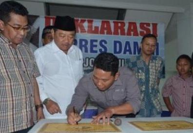 Ketua Forwas M.Ismail menandatangan deklarasi Pilpres Damai