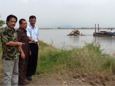 DPRD Sidoarjo saat melihat kondisi lumpur beberapa waktu lalu