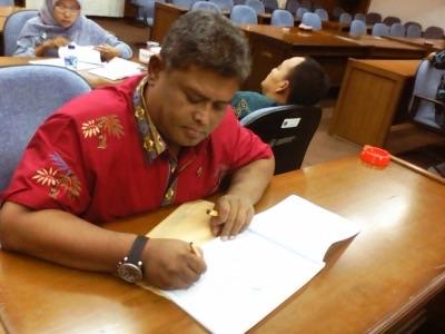 Wakil Ketua DPRD Sidoarjo Taufik Hidayat Triyudhono saat mengisi LHKPN