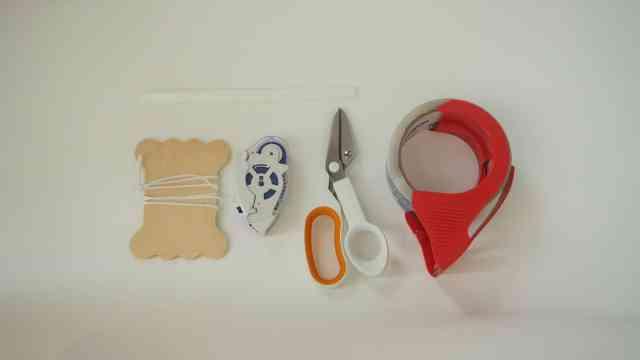 吸管、棉繩、剪刀、雙面膠、透明膠帶