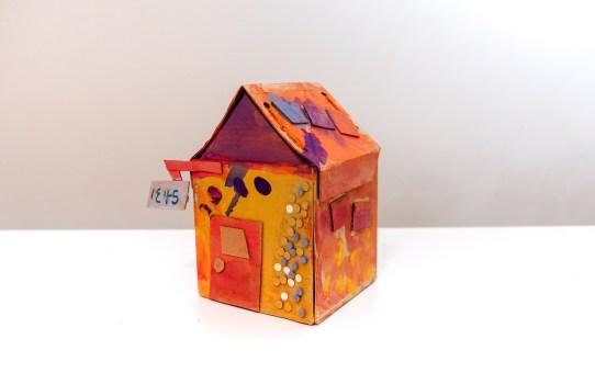 DIY 紙板小房屋 彩繪