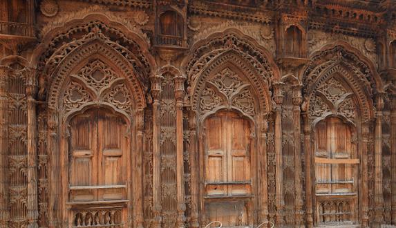 Chiniot-–-Known-for-its-wooden-furniture-573x330