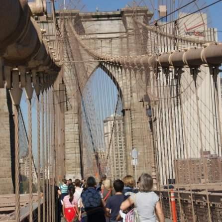 Brooklyn Bridge in Richtung Manhattan