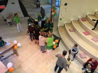 AIDA Plaza Zentrum Menschen Treppe