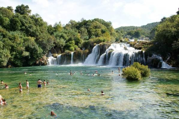 Badevergnügen im Skradinski buk Freizeit Baden Schwimmen Nationalpark Krka Kroatien
