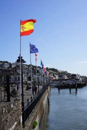 JFK Memorial Park Hafen Flaggen Stadt Cobh