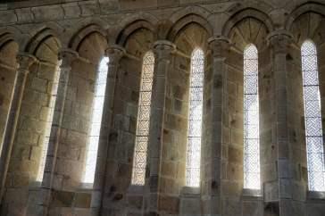Einige der 50 Fenster vom Speisesaal der Mönche Mont-Saint-Michel Abtei