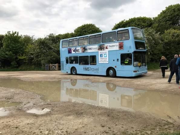 Dover Shuttle Bus Blauer Doppeldecker Pfütze