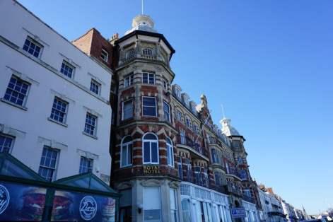 Schöne alte Häuser an der Strandpromenade von Weymouth