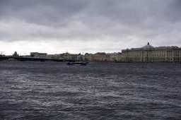 Akademie der Künste am Ufer der Wassiljewski Insel