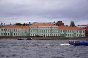 Paläste des Adels am Ufer der Newa