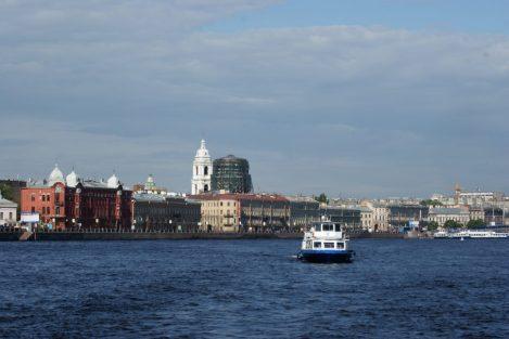 Bootsfahrt auf der Newa