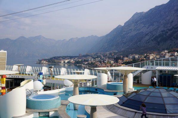AIDAblu in der Bucht von Kotor