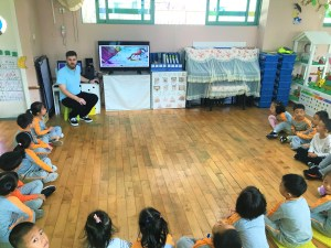 This is a teacher that is teaching in China for SIE: Success in Education. SIE is one of the most reputable employers in the TEFL industry and has helped thousands of people to teach English in China.