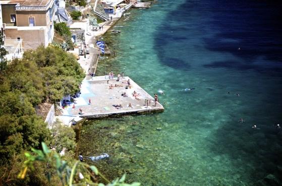 Bord de mer plan large - Syros - 3 îles grecques - Destination, Grèce