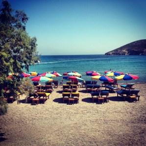 Chaises de plage, Bord de mer - Patmos - 3 îles grecques - Destination, Grèce