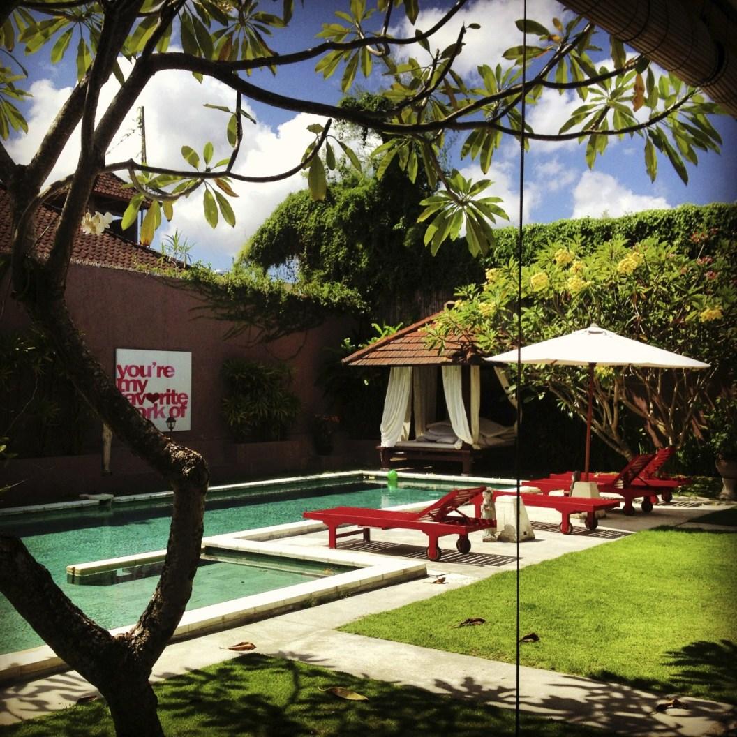 Chaises longues au bord de piscine 4 - Une villa à Bali - Hôtel, Bali
