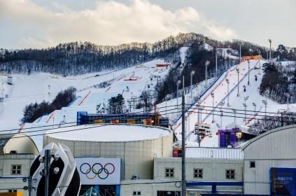batisse montagne ski anneaux - PyeongChang, le ski de bosses! - Un petit saut aux Olympiques - Asie, Corée du Sud