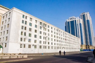 edifice blanc - pyongyang - Coree du Nord, l'envers de la medaille - Asie, Coree du Nord