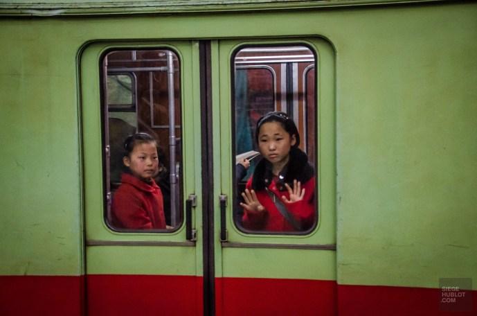 metro enfants - Les Nords-Coreens - Coree du Nord, l'envers de la medaille - Asie, Coree du Nord