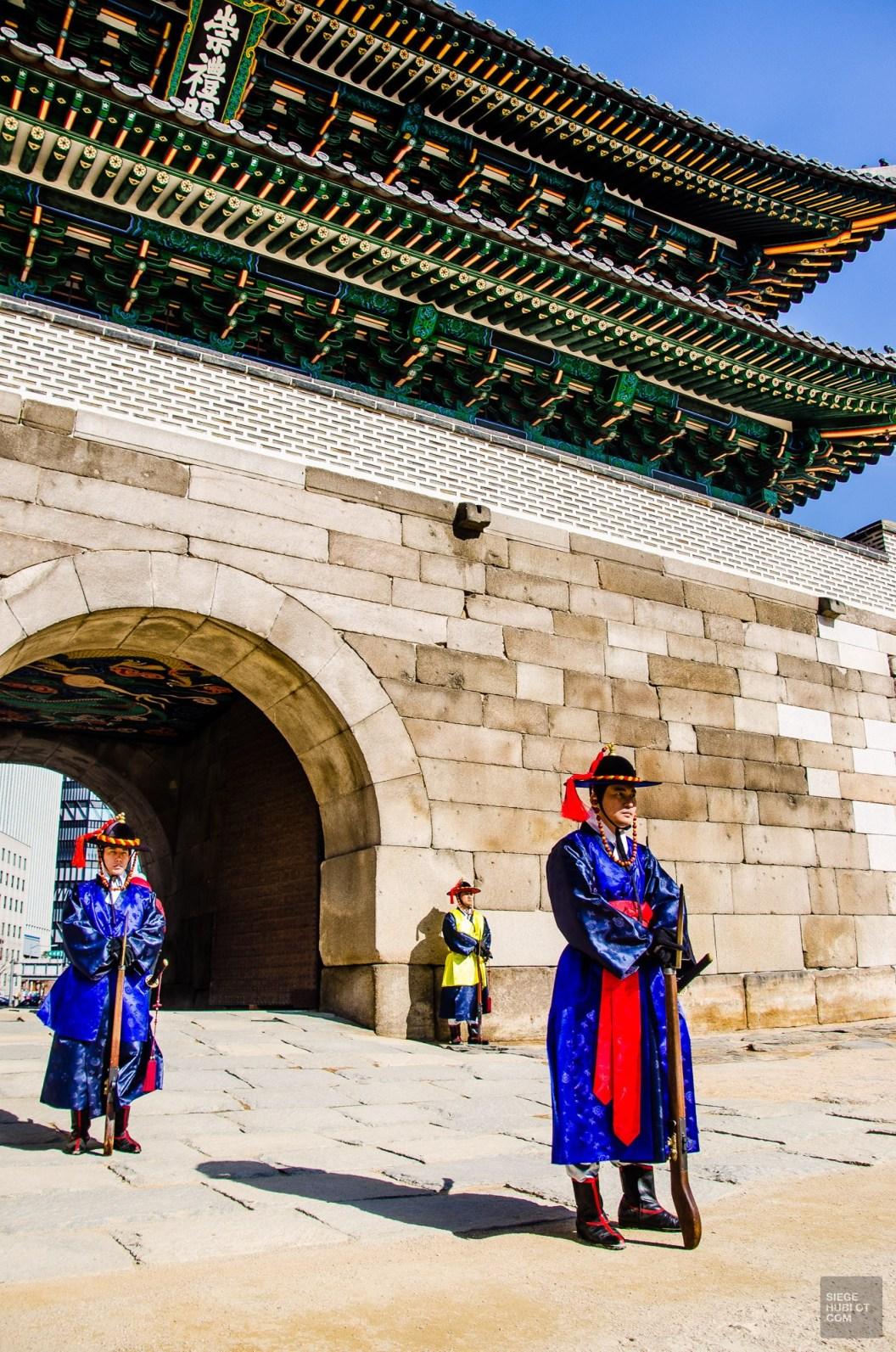 porte sud soldats seoul ville 2 - Seoul - Un petit saut aux Olympiques - Asie, Corée du Sud