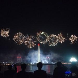 feux artifice blanc - celebrations - Coree du Nord, l'envers de la medaille - Asie, Coree du Nord
