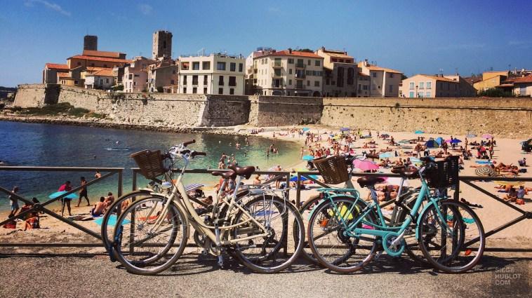Vélos et plage à Antibes - Travel Wifi - Travel Wifi ou l'art de se simplifier la vie - Europe, France