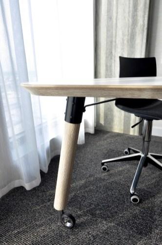 Table bureau ergonomique et design - Hôtel Alt+ - Tous les petits plus du Alt+ - Amérique du Nord, Canada, Québec, Montréal