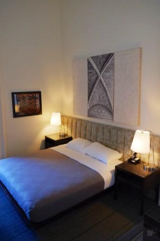 À Buffalo, la chambre de l'hôtel Henry - Sportifs d'estrades et Art - Road trip en Ontario - Amérique du Nord, Canada