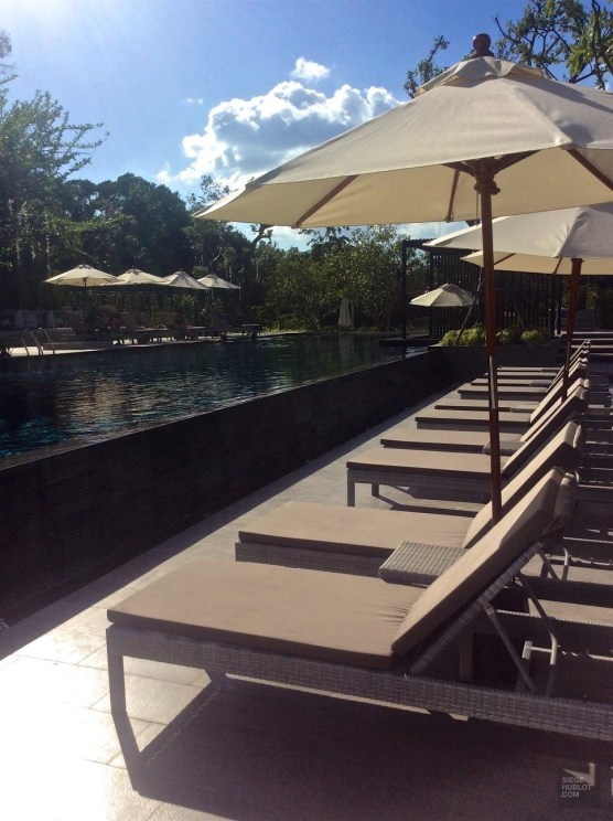 Chaises longues et bain de soleil - Anana Resort Krabi - unique resort écologique - Asie, Thaïlande