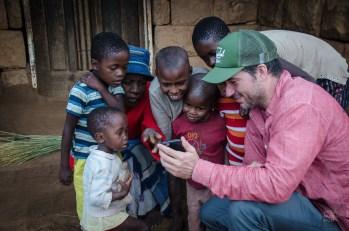 iphone enfants - Randonnee equestre au Lesotho - Afrique, Lesotho