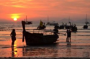 Railay Beach au coucher du soleil - Krabi, Thaïlande - unique resort écologique - Asie