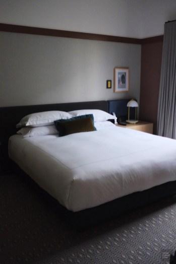 Chambre épurée - Kimpton St George - 12 Hôtels à Toronto - Amérique du Nord, Canada, Ontario