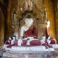 statue Bouddha rouge - Bagan, capitale de l ancien royaume de Pagan - A la recherche du temple perdu Bagan, Myanmar - Asie, Myanmar