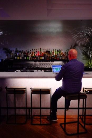 Travailler au bar - The Annex - 12 Hôtels à Toronto - Amérique du Nord, Canada, Ontario