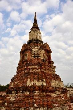 Un stupa dans les nuages - Ayutthaya, Thaïlande - Le parc historique d'Ayutthaya - Destination, Asie, Thaïlande