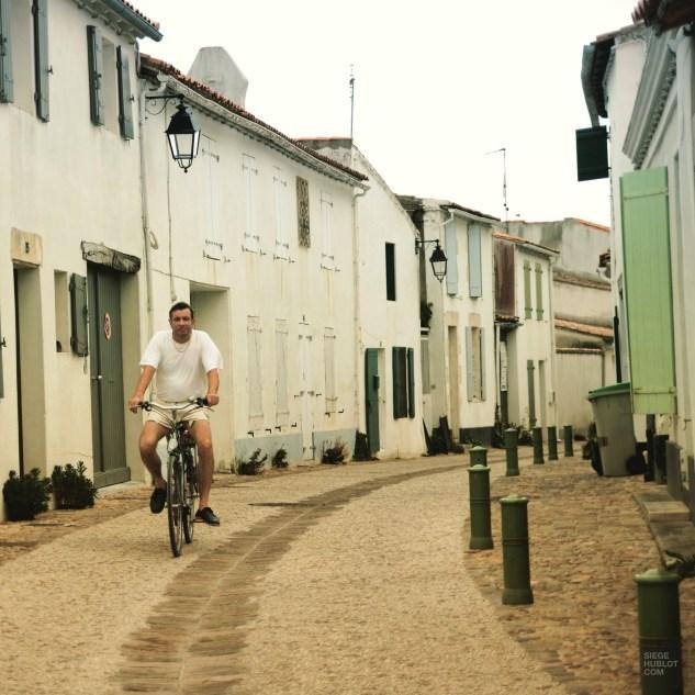 À bicyclette - Ile de Ré - Destination Nouvelle-Aquitaine - France, Europe