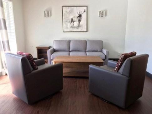 Chambre avec coin salon - Auberge du Lac Taureau - Amérique du Nord, Canada, Québec, Lanaudière, À haire, Hôtels, Roadtrip