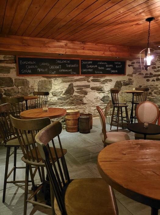 Le bistro au sous-sol - Les Forfaits - Le Manoir Maplewood - Amérique du Nord, Canada, Québec, Cantons-de-l'Est, Hôtels