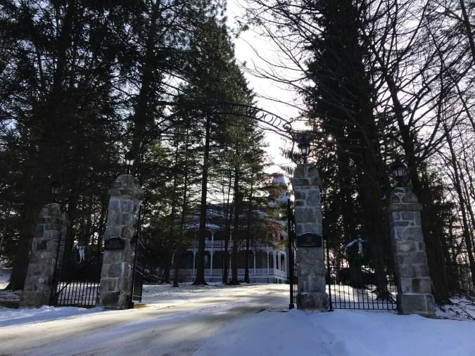 Le portail - L'Histoire - Le Manoir Maplewood - Amérique du Nord, Canada, Québec, Cantons-de-l'Est, Hôtels