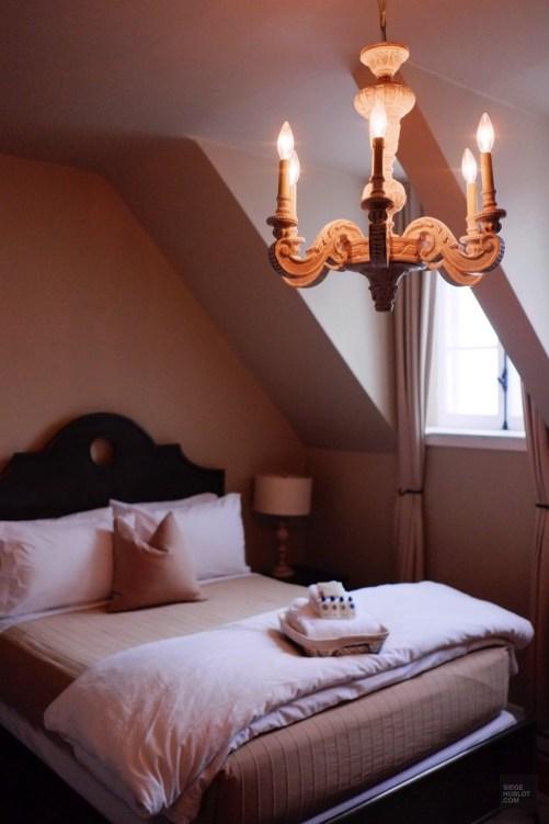 Toit mansardé et magnifiques lucarnes de la chambre 5 - L'Expérience - Le Manoir Maplewood - Amérique du Nord, Canada, Québec, Cantons-de-l'Est, Hôtels