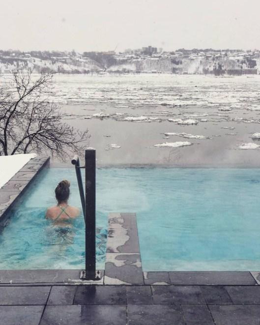 La piscine infinie - Le Saint-Laurent - Le Strøm spa nordique du Vieux-Québec - Canada