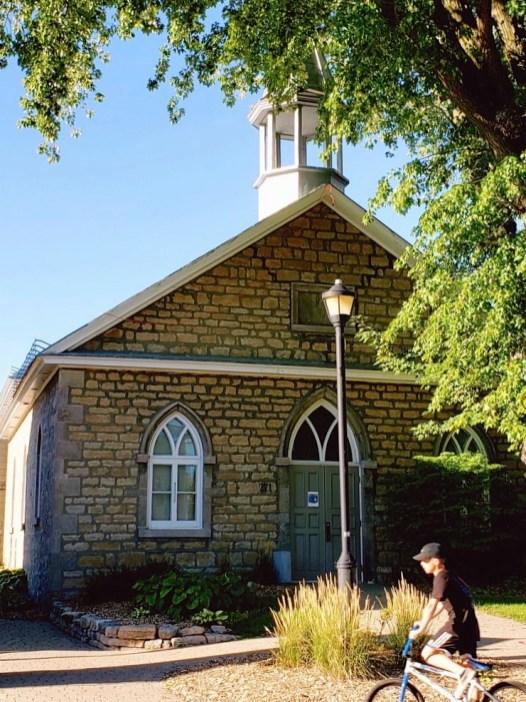 La petite église de Saint-Eustache - Pour continuer d'explorer la région - Une journée dans les Basses-Laurentides - Amérique du Nord, Canada, Québec, Laurentides