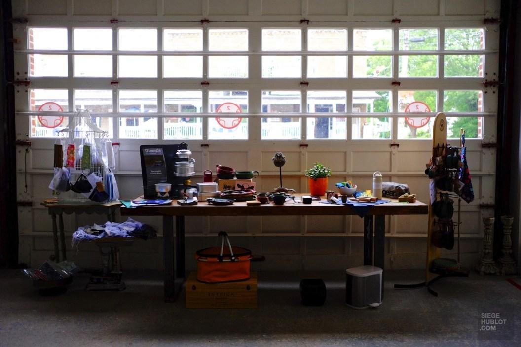 Porte de garage de la boutique - Station 210 - Une journée dans les Basses-Laurentides - Amérique du Nord, Canada, Québec, Laurentides