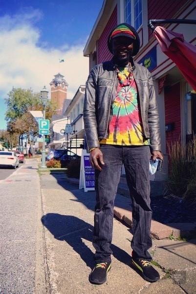 Noël Sow propriétaire - Boutique africaine Chez Papa Noël - Un épicurien à Rivière-du-Loup - Amérique du Nord, Canada, Québec, Bas St-Laurent