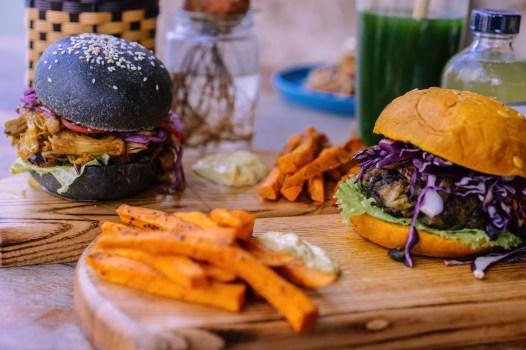 Burgers - Roots Plant-Based Café - Les meilleurs restaurants végétariens - Vietnam, Asie