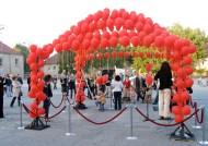 Pavillon of hot air and hopes