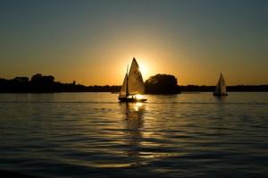 s_sea-dawn-sunset-boats