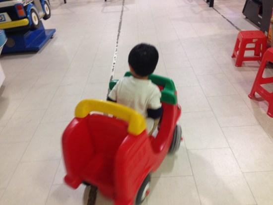 乗れる車のおもちゃ