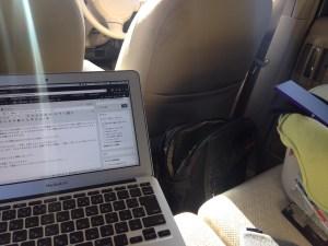車の中のMacBook Air